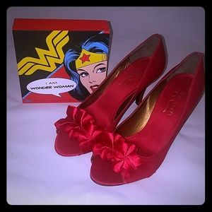 Touch of Nina EUC red satin peep toes heels